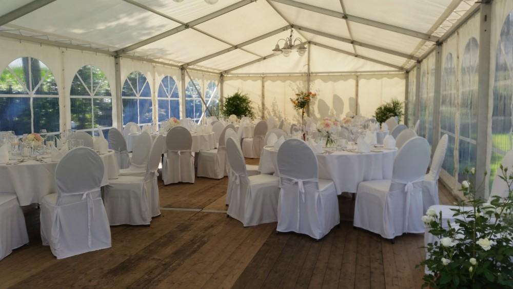Hochzeit in Partyzelt, Caterer Nordhorn, weißte Stühle