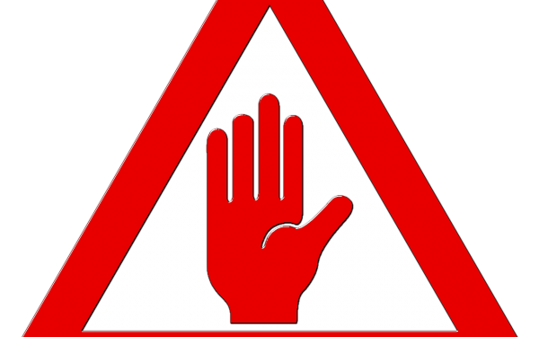 stoppschild mit hand in der mitte