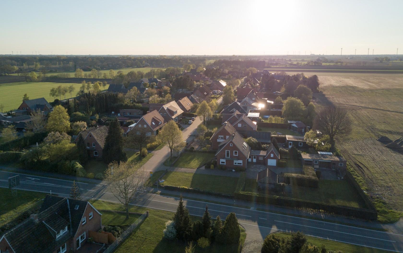 Luftaufnahme vom Hof, Firma, Ortsteil, Drohne