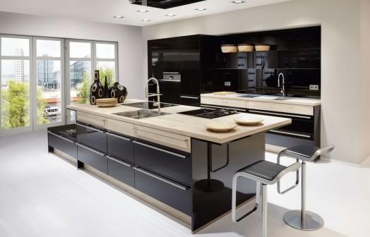 donkel en licht keuken met stoelen, mobel faber in nordhorn keukenstudio
